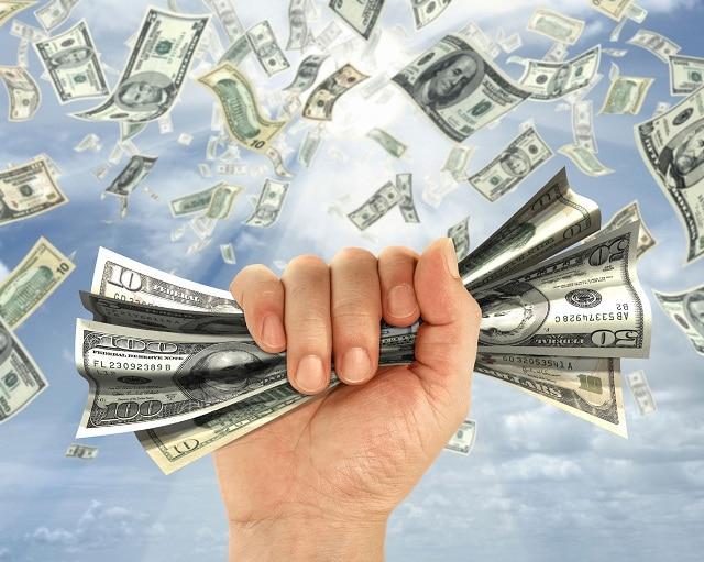 Đồng tiền giúp các giá trị vật chất trao đổi dễ dàng hơn