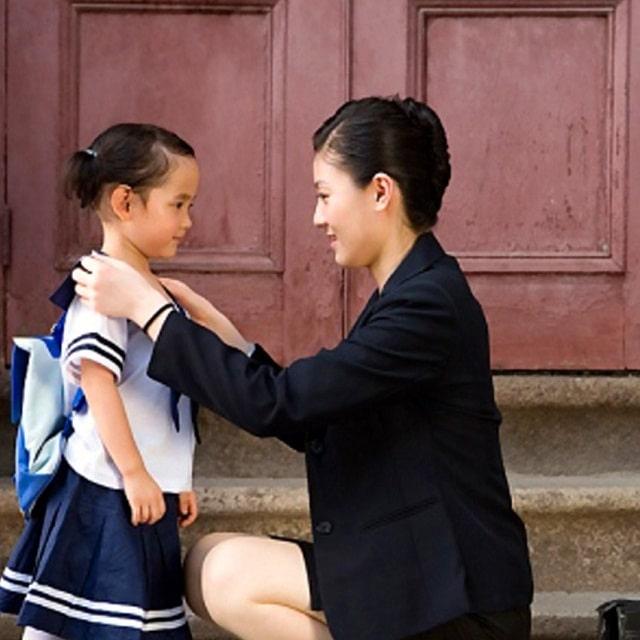 Rèn luyện cho bé kỹ năng tự tin, chịu đựng được cảm giác chai tay bố mẹ mỗi khi đến lớp