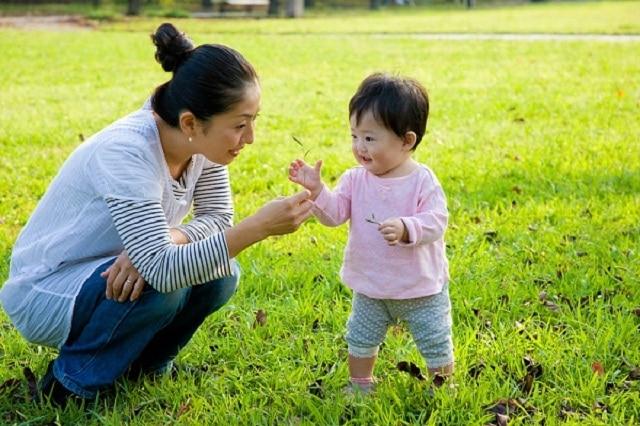 Bé sẽ được bố mẹ cho tiếp xúc với thiên nhiên từ khi mới vài tuổi