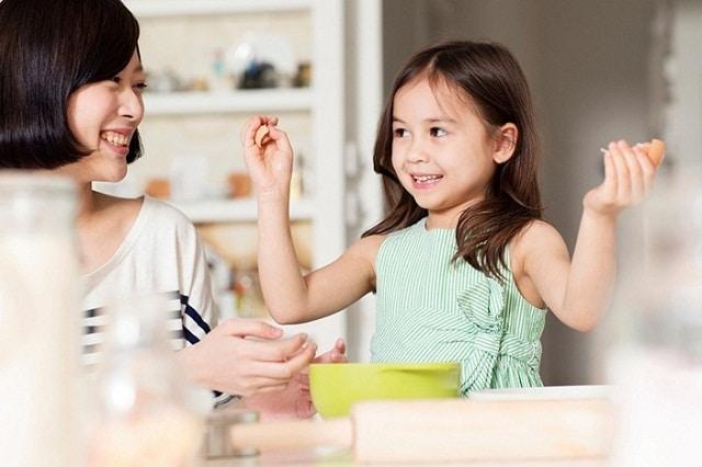 Bố mẹ người Nhật dạy cho bé kỹ năng tự phục vụ bản thân