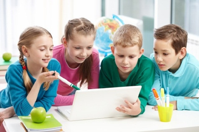 Bố mẹ nên rèn luyện kỹ năng giao tiếp cho bé ngay từ khi còn nhỏ
