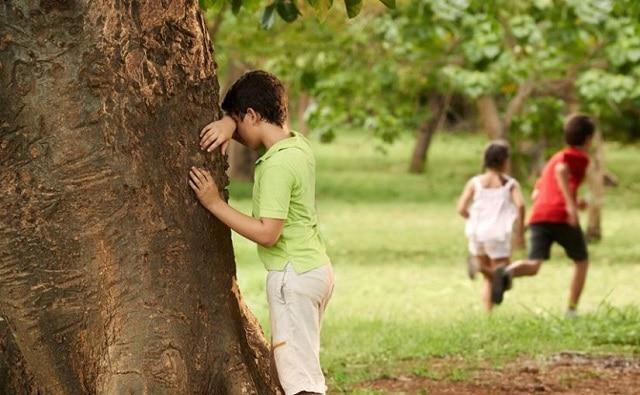 Trò chơi giúp bé hình thành kỹ năng tìm nơi an toàn để ẩn nấp