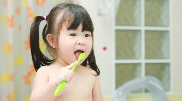 Trẻ mầm non nên được rèn luyện kỹ năng sống tự chăm sóc bản thân