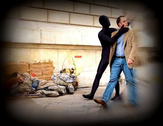 Con người vô cảm hơn khi thiếu những kỹ năng yêu thương, chia sẻ