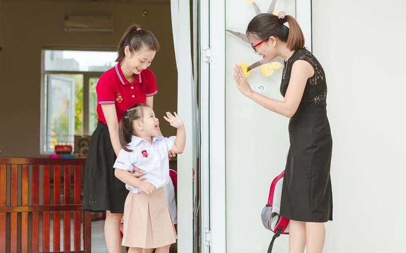 Hãy góp ý những thiếu sót của học sinh với thái độ chân thành và giàu yêu thương