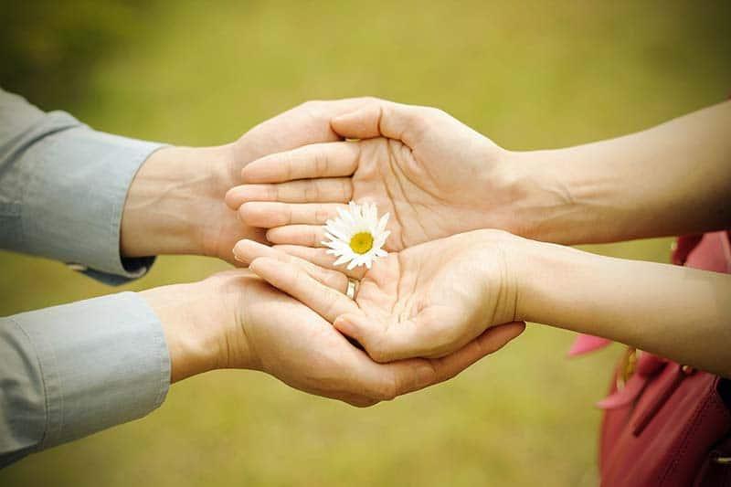 Giá trị con người nằm ở cách yêu và cách sống